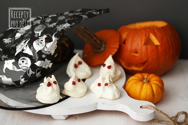 Halloween: AŤ ŽIJÍ STRAŠIDELNÍ DUCHOVÉ (z bílků)!