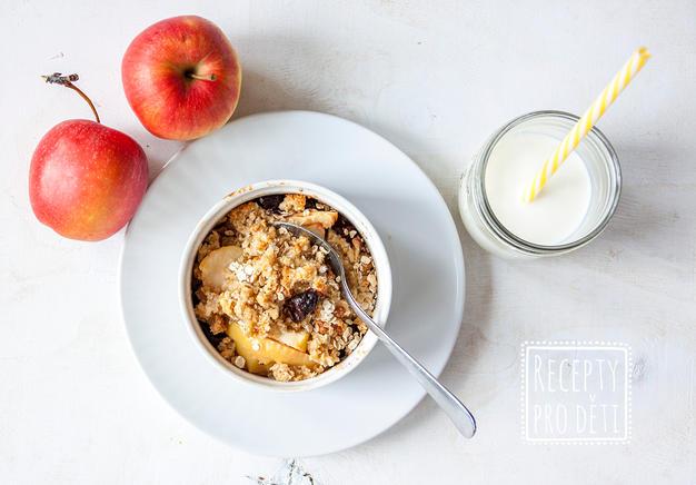 Jablečný crumble s ořechy a sušeným ovocem
