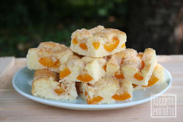 Letní meruňkový koláč s drobenkou, který se vždycky povede