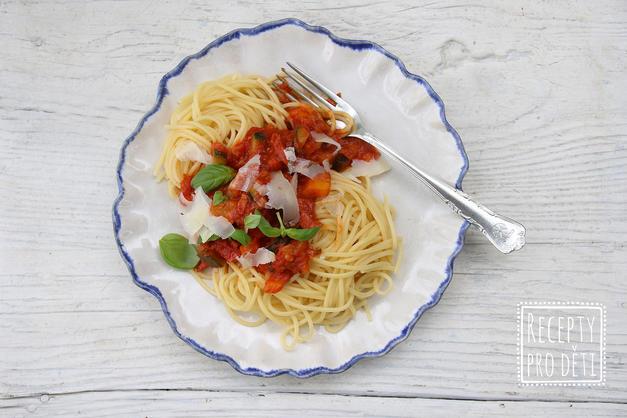 Rychlá večeře: Špagety s pancettou, cuketou a rajčatovým sugem