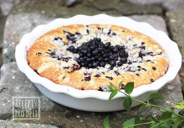 Recept na vláčný borůvkový koláč s drobenkou
