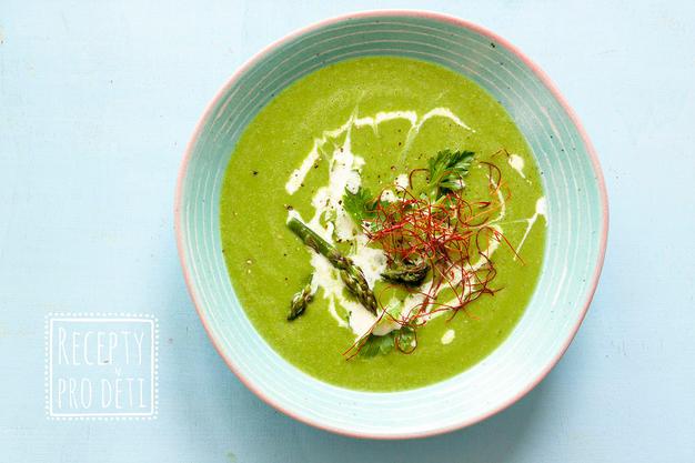 Chřestová polévka se špenátem a hráškem