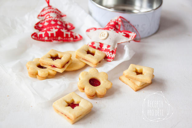 Vánoční cukroví: tradiční Linecké s marmeládou