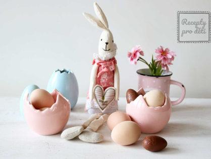 Velikonoce 2019: šlehačkový zajíček, máslový věnec a bílková Pavlova